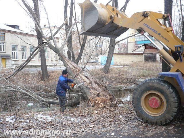 26 ноября 2009 г. проводились работы по уборке поваленных деревьев в русле реки Кыштым