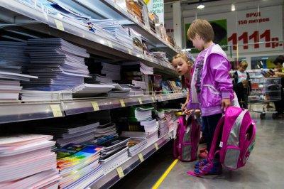 Дети из многодетных малообеспеченных семей получат по 1,5 тысячи рублей на школьные принадлежности