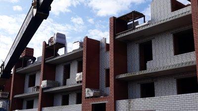 В поселке Увельском строится многоквартирный дом