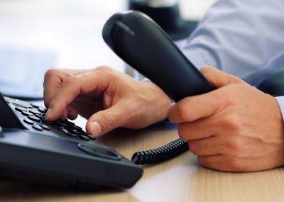 """Жители могут задать вопросы по телефонам """"горячих линий"""""""