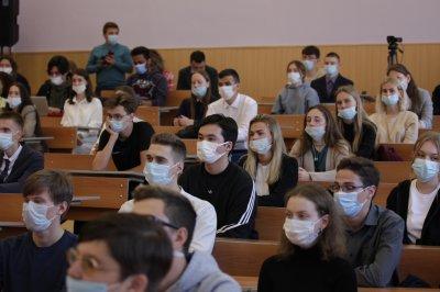 По решению губернатора Алексея Текслера  все вакцинированные студенты на территории Челябинской области, вне зависимости от возраста, получат бесплатную трехмесячную подписку СберПрайм
