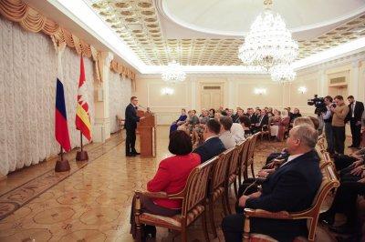Алексей Текслер вручил южноуральцам государственные награды