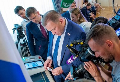 Парламентарии протестировали работу цифрового участка