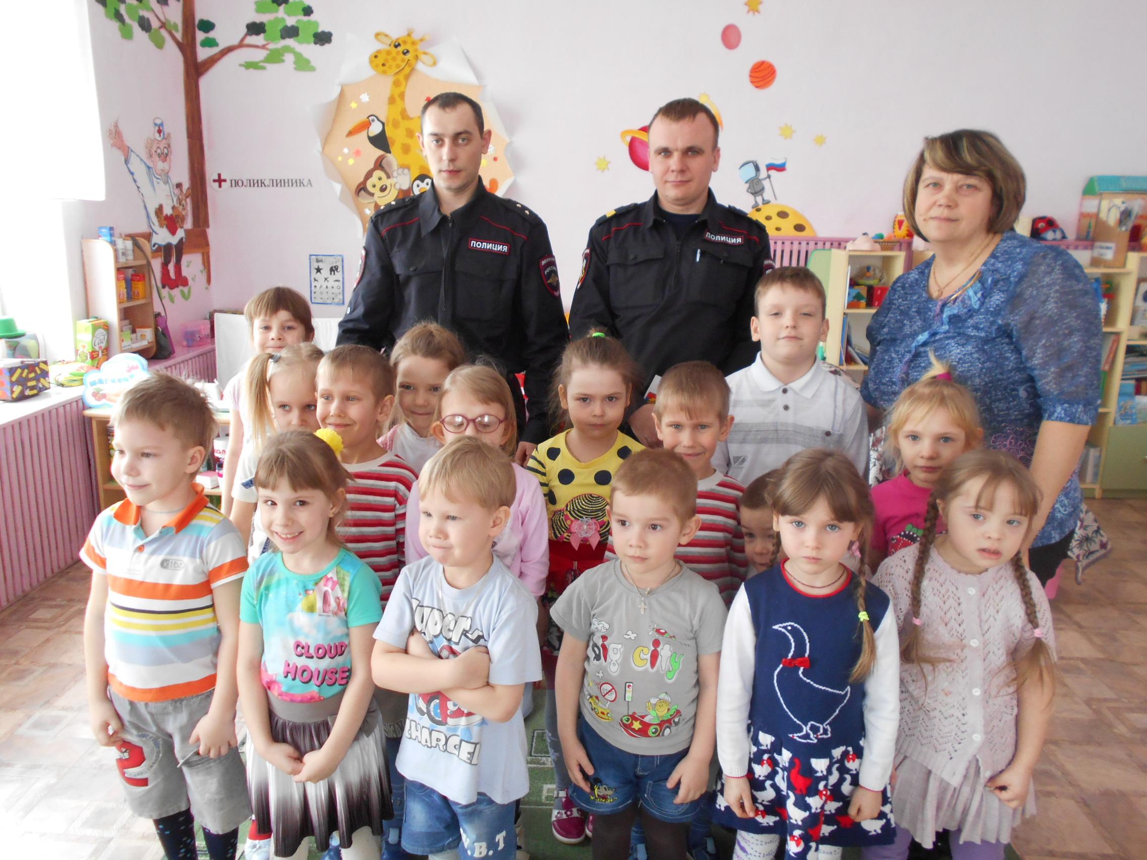 Сотрудники Россгвардии побывали в гостях у воспитанников детского сада.