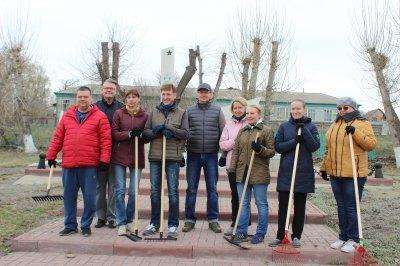 Субботники с участием минздрава области прошли в Увельском районе