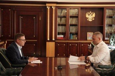 Алексей Текслер обсудил вопросы взаимодействия с руководителем регионального исполкома ОНФ в Челябинской области Денисом Рыжим
