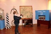 В Музее почтовой связи (Почтовая карта, сундук для перевозки ценностей, макет почтовой станции, поддужный колокольчик, колесо)