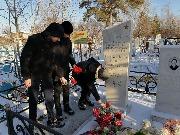 возложение цветов к памятнику И.В. Гладышева